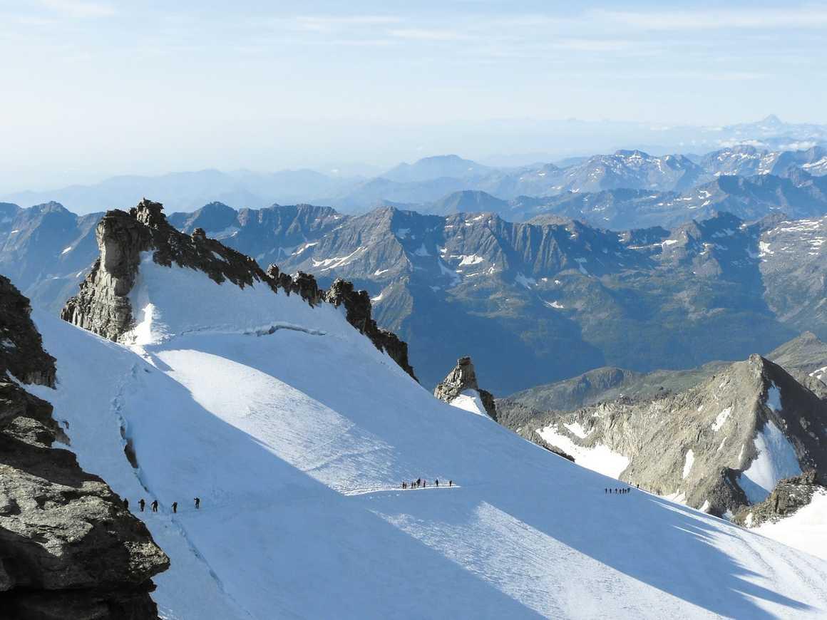 Climbers on their way to the Gran Paradiso