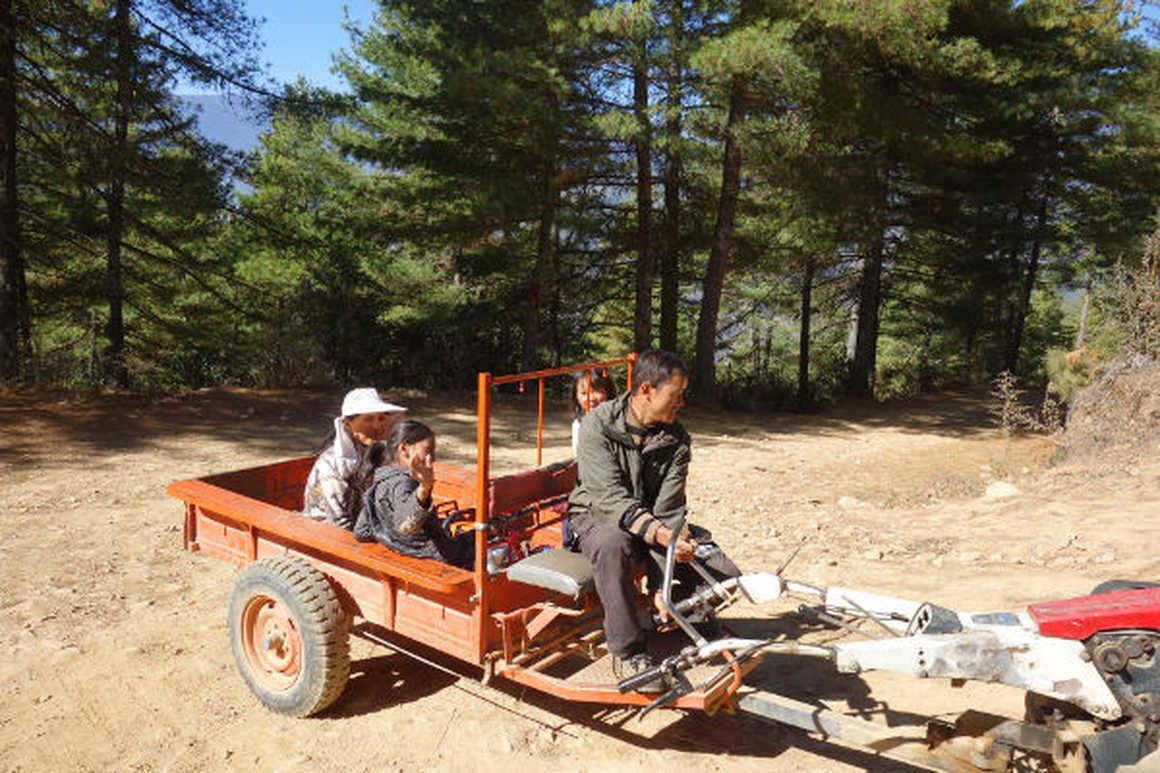 Druk Path trek tractor
