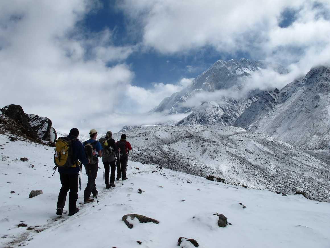 Hikers heading toward Dingboche, in Khumbu