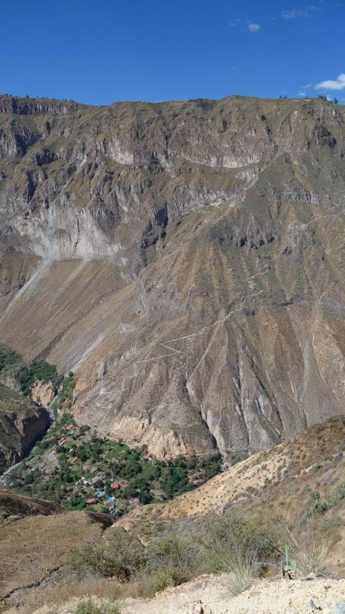 path down to bottom of Colca