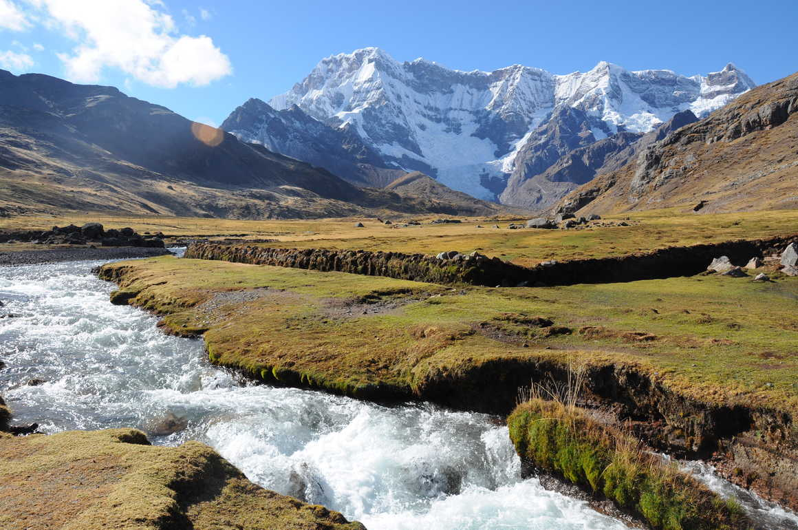 Peaceful landscape during the Ausangate trek