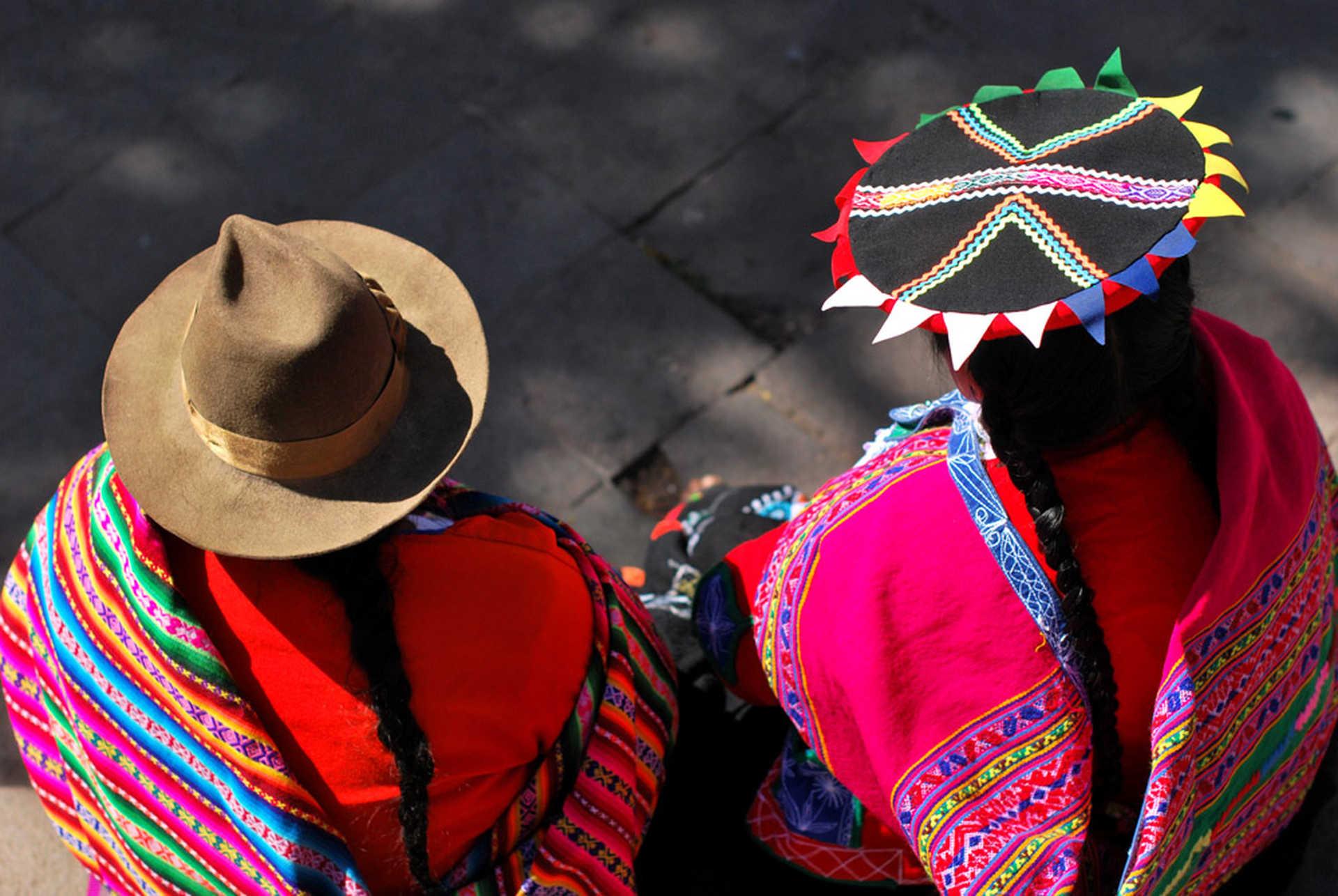 Cholitas in Peru