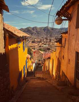 Colourful back alley in Cuzco