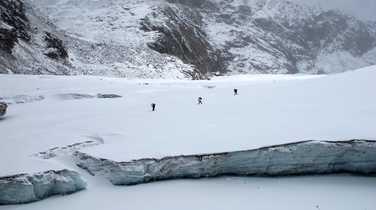 Hikers crossing Cho la Pass in the Khumbu region
