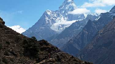 Hikers with the imponent mount Ama Dablam in the background