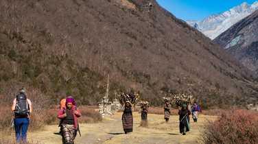Meeting with local people during the Manaslu Circuit Trek
