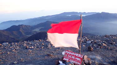 Summit of the Semeru vulcano, in Java