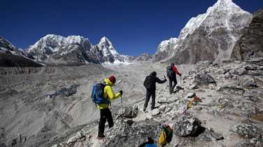 Trekkers on their ascent to the Everest