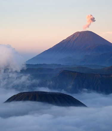 Bromo vulcano at sunrise
