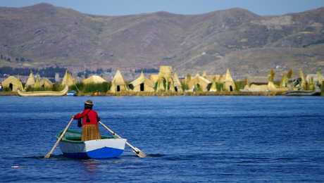 Peruvian woman navigating on Titicaca lake