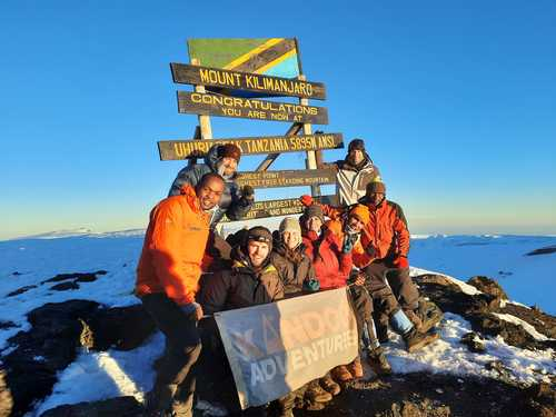 Kandoo guides and climbers on Uhuru peak