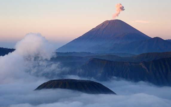 Bromo vulcano at sunrise