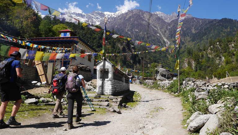 Trekkers on the Annapurnas Circuit